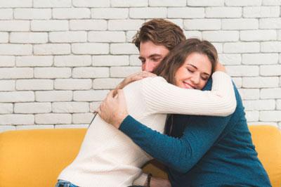 casais felizes se abracando 119653 494 - ebook Como Viver um Casamento Perfeito - Livro Digital